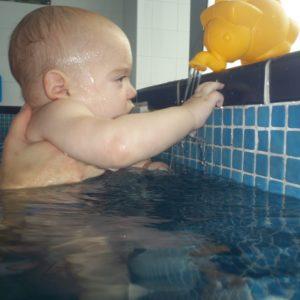 nauka pływania dla niemowlat