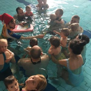 noworodki pływają