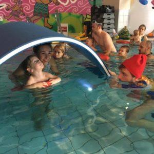 fregata swimming termy