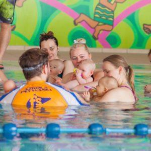 pływające dzieci