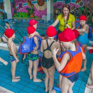samodzielna nauka pływania