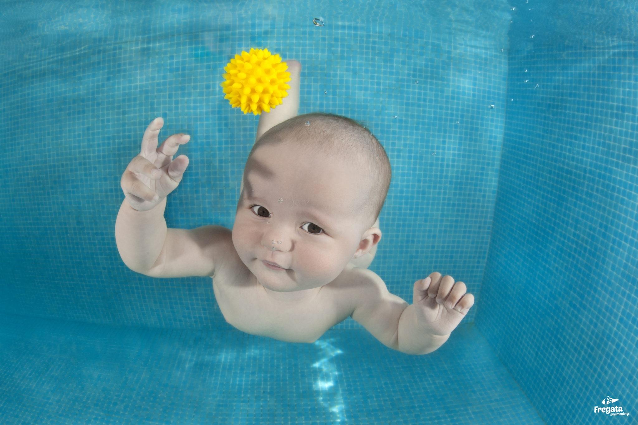 nauka pływanai niemowląt