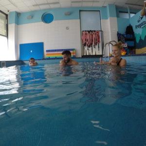 nauka pływania niemowląt